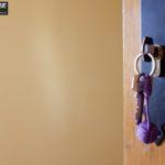 Jak zamontować zamek nawierzchniowy do drzwi?